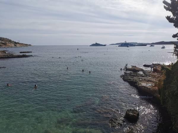 Foto de la playa Kavouri en Vouliagmeni